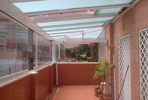 Ático de Madrid / https://www.cerramientosabatibles.com/galeria/terraza-atico-madrid-cortina-techo-cristal-satinado