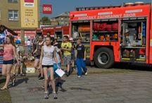112 V AKCI aneb Společně pro bezpečnější Ostravu / 23.6. jsme společně s vámi prožili dobrodružný den plný akce. Předvedly se bezpečnostní složky – Policie, Záchranná služba a Hasiči. Na konci zahrála kapela Easy Steps a koncertem tak odstartovala Letní festival