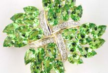 Cristais - PERIDOT / by Isabel Leal