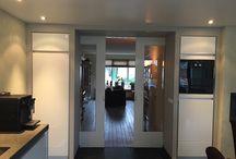 Ensuite deuren / Naast het plaatsen van een bijzondere keuken plaatsen wij ook schuifdeuren en kamer en suite kasten.