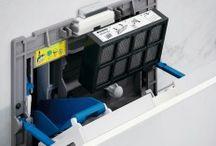 Geberit | DuoFresh / Geberit DuoFresh verwijderd vieze geurtjes rechtstreeks uit het closet en zuivert ze met een actief koolstoffilter, die verborgen zit achter de Geberit Sigma40 bedieningsplaat. Het systeem werkt los van ventilatiesystemen. Meer nog: het bespaart zelfs energie, want u kunt de ramen tijdens de winter gesloten houden | www.geberit.nl | sanitair | toilet | badkamer | design | interieur | interieurdesign | interiordesign