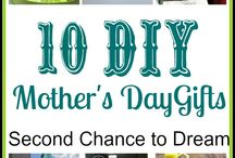 Mothers and Fathers Day / Gift Ideas for Mothers and Fathers Day / by Miss Information