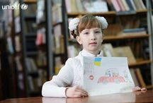 UNICEF UKRAINA POMOC: Dzieci cierpią w wyniku konfliktu / Wojna we wschodniej Ukrainie dotknęła 1,7 mln dzieci. Ich codzienność to bombardowania, strach, śmierć najbliższych i ciągłe ucieczki. UNICEF na Ukrainie niesie najpilniejszą pomoc dzieciom w Doniecku i okolicach. Nadal jednak jest wiele do zrobienia. Dzieci na Ukrainie potrzebują naszej pomocy.