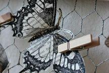 Motyle i siatka metalowa