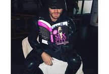 Celebrity Readers / Celebrities have time to read, too?!