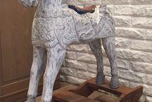Dřevění koníci (Wood Horse)