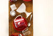 Joulun 2014 pääväri on punainen / Joulun pääväri on punainen, jonka eri sävyt tuovat sisustukseen kodikkuutta. Valkoinen raikastaa kokonaisuutta. Tutustu joulun sisustusuutuuksiin!