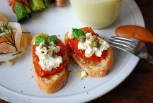Colazioni e spuntini / Prime colazioni e spezzafame da consumare come spuntini e stuzzichini.