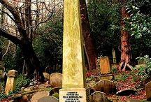 Obelisk Londyn High gate Cementery, Swain's Lane N6 6PJ wzgórze Orła Białego / W Londynie 1 lI 1863 z inicjatywy radykalnych demokratów utworzono  organizację  ,,Delegację Emigracji Polskiej'', współzałożycielem był Feliks. Z Londynu wysyłano emigrantów do walki o wolność Polski. Dzięki uzyskanej aprobacie i zebranym funduszom Feliks Nowosielski przesyłał  broń,  amunicję oraz ochotników do powstania styczniowego. Mieszkał w hrabstwie Middlesex. Zmarł w Londynie, pochowany na Highgate Cementery, Swain's Lane N6 6PJ w grobie wieczystym na wzgórzu Orła Białego.