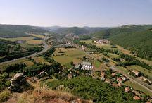 Massiac / Massiac, village étape, situé entre Limagnes et monts du Cantal : Massiac, un petit coin de Sud au milieu des montagnes.