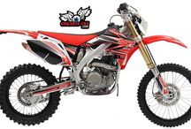 SSR SR250 5-Speed Manual Clutch Dirt Bike / SR250 dirtbike is powered by a 249.6cc single-cylinder liquid-cooled four-stroke engine connected to a 34mm carburetor and a five-speed transmission. Maximum power is a claimed 25.8 hp at 9,000 rpm. The frame is made from an aluminum alloy