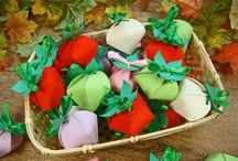 pudełeczka truskawki / podziękowania dla gości w formie pudełek truskawek z pralinkami w środku