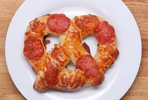 Cheese filled pizza pretzels