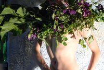 Jugendstil / materials : Clematis , Pisum sativum , Armoracia rusticana. model : Mark. foto,floristics : Stas Zubov