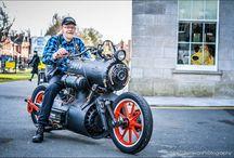 steam motorcycle - «Черная жемчужина» — паровой мотоцикл / Голландские инженеры из Revatu Customs построили мотоцикл на паровой тяге и назвали его «Черная Жемчужина».  Принцип работы как у паровоза — в топке горит уголь, вода нагревается, пар крутит турбину и приводит мотоцикл в движение. Жаль, что быстрее 10 км/ч Черная Жемчужина не разгоняется, но зато это самый настоящий стим-панк!