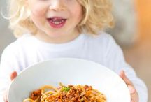Vegi & Vegan / Vegetarische und vegane Rezepte, die allen schmecken: von der Vorspeise bis zum Dessert, für Große und Kleine, für Eilige und für diejenigen, die ein bisschen mehr Zeit in der Küche verbringen möchten. Trauen Sie sich ran an die neue grüne Küche.