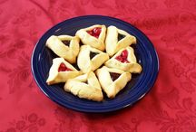 How-to Hamentashen / Photo by photo instructions on how to make hamentashen.