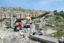 """Agorà di Segesta: al via la nuova campagna di scavo / """"Anche quest'anno è iniziata la campagna di scavo nell'agorà di Segesta. Le indagini, grazie all'eliminazione della strada asfaltata moderna: http://bit.ly/1rCFZBT"""