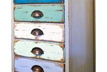 Mueble con cajones decapados en distintos colores