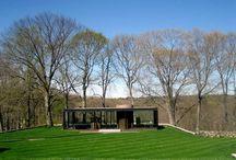 Philip Johnson / Philip Johnson Philip Johnson fue un arquitecto estadounidense.  Fecha de nacimiento: 8 de julio de 1906, Cleveland, Ohio, Estados Unidos Fecha de la muerte: 25 de enero de 2005, New Canaan, Connecticut, Estados Unidos Premios: Premio Pritzker, Medalla de Oro del AIA