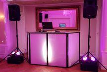 Hochzeit Revival Motto Party in Berlin / Als DJ zur Hochzeit, gestaltete Discjockey Thorsten vor 10 Jahren musikalisch die Hochzeitsfeier. Nun war es soweit, nach 10 Jahren, diese Partystimmung von damals noch einmal zu wiederholen. Zum 10 jährigen lud das Hochzeitspaar zur Revival Party ein. Event & Hochzeits DJ Thorsten legte wieder zur Mottoparty die Musik Hits der 80er, 90er bis zu den aktuellen Charts auf und begeisterte die Gäste mit derTanzmusik.  #HochzeitsDJ #EventDJ #DJBerlin #Mottoparty #PartyDJ #ClubDJ