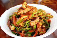 한국 음식 / by Andreana Davis