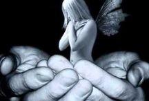 colgando  en tus manos