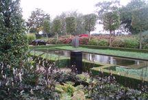 Upgraden tuin / Een sokkel in de tuin om een plant of kunstwerk te ondersteunen geeft de gehele tuin een luxere uitstraling.