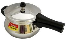 Cheap Pressure Cookers / If you don't own a cheap pressure cooker or if you are considering upgrading to a newer model, you'll be faced with a variety of choices when you go shopping Read More http://bestelectricpressurecooker.net/cheap-pressure-cookers/