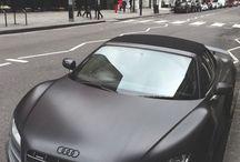 Audi ( R8 )