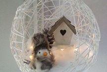 Déco : Inspiration Hiver / Idées de décoration intérieur pour l'hiver - Idées Nature aux tendances hivernales : pommes de pins, bulbes, forêts enneigées