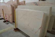 Marmury i granity z Portugalii / Portugalski producent bloków, slabów marmurowych, slabów granitowych, płytek z kamienia oraz dekorów i elementów architektonicznych posiadający własne kopalnie poszukuje importerów w Polsce. Wyjątkowo bogata i mało powszechna w Polsce oferta wyjątkowych kamieni naturalnych dla firm kamieniarskich. Wyjątkowe - indywidualne płytki ścienne, dekory, posadzki - spełniające wymagania kreatywnych architektów i projektantów.