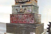 Boites et valises vintage/box and suitcase / Une bonne idée de rangement pensez aux boites anciennes et aux vielles valises. Effet déco Brocante garanti