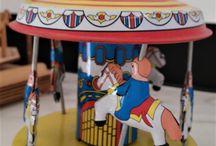 Tiovivos / Somos un carrusel de profesionales... Nos apasionan los tiovivos, aquí una selección de os que más nos inspiran en nuestra oficina y coworking   #tiovivo #carrusel #carousel #carruseles #comoniños #objetosfetiche #decoración #talismán #tiovivos #decoración #decoracióninfantil #kids #toys #figuras #artesanía