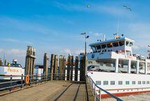 Fährplan Norderney / Mit der Fähre nach Norderney übersetzen  Viele Wege führen nach Norderney. Aber egal, wie Sie auf dem Landweg nach Norddeich-Mole kommen – von dort aus kommen Sie auf jeden Fall nur mit der Fähre auf unsere schöne Insel.
