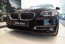 Premiera #BMW 5 limuzyna - 27/07/13 / 27/07/2013 w #BawariaMotors osbyła się premiera nowego BMW serii 5 limuzyna. #BMW5 Limuzyna stworzono, aby spełniać najwyższe wymogi. Inteligentna łączność sieciowa i najnowsze technologie #BMWConnectedDrive dają niespotykaną dotąd swobodę działania i elastyczność. To idealne auto dla tych, którzy od limuzyny oczekują więcej niż tylko stylowego wyglądu: to najlepsze BMW serii 5 Limuzyna wszech czasów.