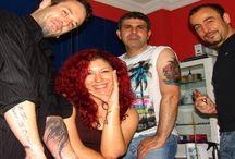 Tattoo & Piercing / Biz Kimiz; Türkiye'nin ilk profesyonel kalıcı dövme studiosunu 1992 yılında Bakırköy'de açtıktan sonra gelişen vizyonumuzla önce Bodrum, ardın da Side ,Antalya ,Almanya (Berlin) ,Olympos, Bursa(Heykel), gibi bölgeler de faliyetlerde bulunduk. Yılların vermiş olduğu tecrübe ile ve gelişen hizmet anlayışımızla beraber yeni studiomuzla Beşiktaş'ta hizmetinizdeyiz.  Uzmanlık alanlarımız : Profesyonel Kalıcı Tattoo Piercing Uygulamaları Kalıcı Makyaj Yara izlerinin Kamuflajı