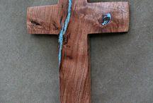 krzyż i rzeźby