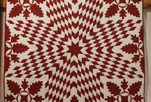 Rood en witte quilts