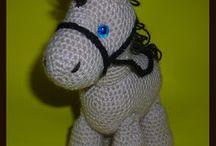 Caballos crochet