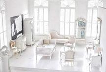 Weiß-Beige Innenarchitektur mit französischen Möbeln