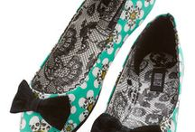 Flat Shoes for Shoeaholics / Flats are funky! Ballet flats are our fave, but flat boots and flat sandals are fun, too.