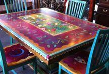 Sessel und Tische