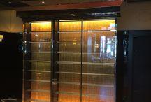 Création Cave à vin Hotel Barrière le Majestic / Structure :  Cette armoire à vin en BOIS HYDROFUGE, isolée par de la mousse de polyuréthane haute densité, prise en sandwich entre deux panneaux de bois.