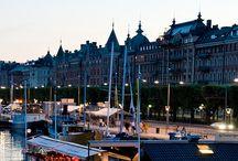 Stockholm - Sverige smukke hovedstad / Stockholm består af 14 øer som samles af broer og både og det er ikke uden grund at Stockholm kaldes for nordens Venedig. Stockholm er en grandios by som tilbyder alt hvad man kan drømme om i en storby og lidt til. Vi deler Stockholm med jer!