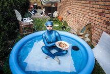 Wielki błękit w KUKBUK-u / Emilia Biała, mistrzyni w nurkowaniu, tym razem specjalnie dla KUKBUK-a weszła do wyjątkowo płytkiego akwenu:)