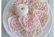 Crochet y punto bolsos y accesorios / by Sofia