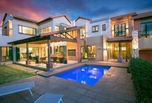 Captivating Copperleaf Masterpiece / A most captivating and one of a kind hime on Offer in the exclusive Copperleaf Golf Estate.  Asking: R 7,200,000 Negotiating from: R 7,000,000  For more information on this listing kindly contact Denise on (060) 658 7112 or email denisei@sothebysrealty.co.za #Sothebysrealty #Copperleaf #Ernieels #Sellingmasterpieces