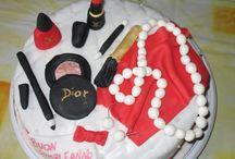 Torta con make up orecchini e collana con marmellata alle ciliegie e crema al cioccolato fondente