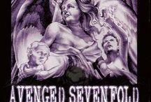 Avenged Sevenfold / Gli Avenged Sevenfold sono un gruppo Heavy Metal statunitense formato nel 1999 a Huntington Beach, California.